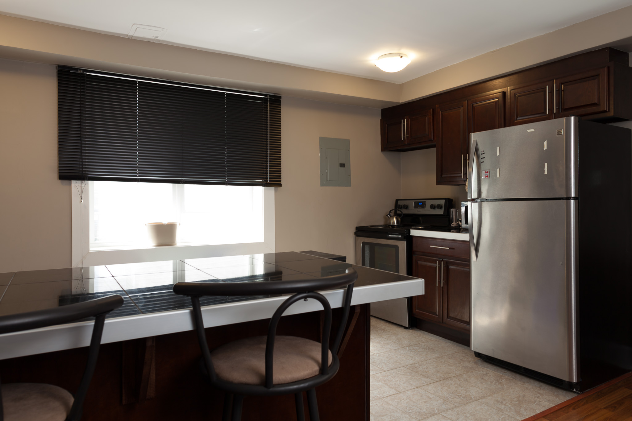 Renovated 2 Bedroom Unit in 6056