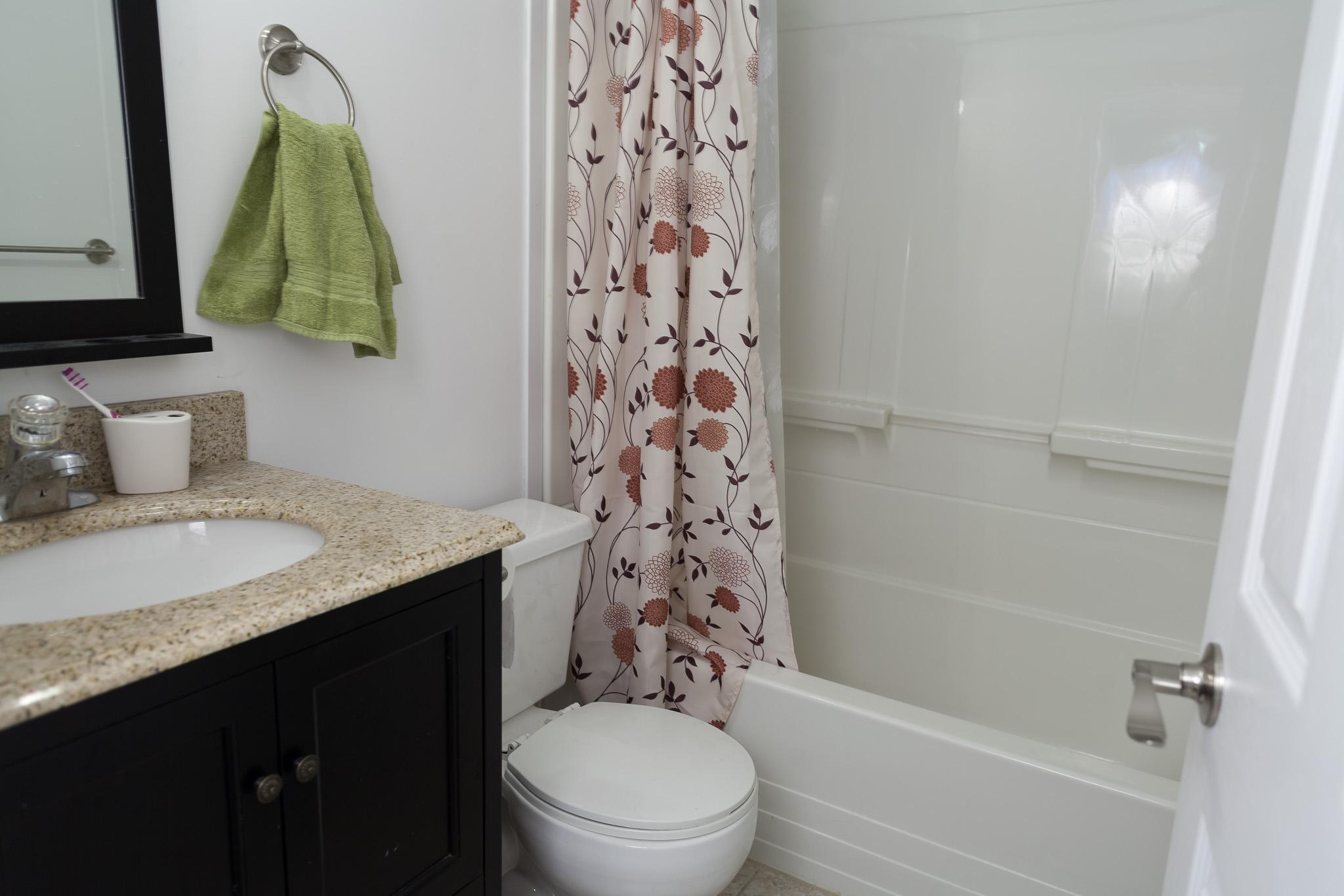Renovated 2 Bedroom Unit in 6056