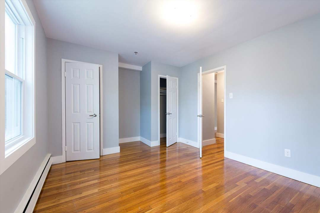 Renovated 1 Bedroom Unit