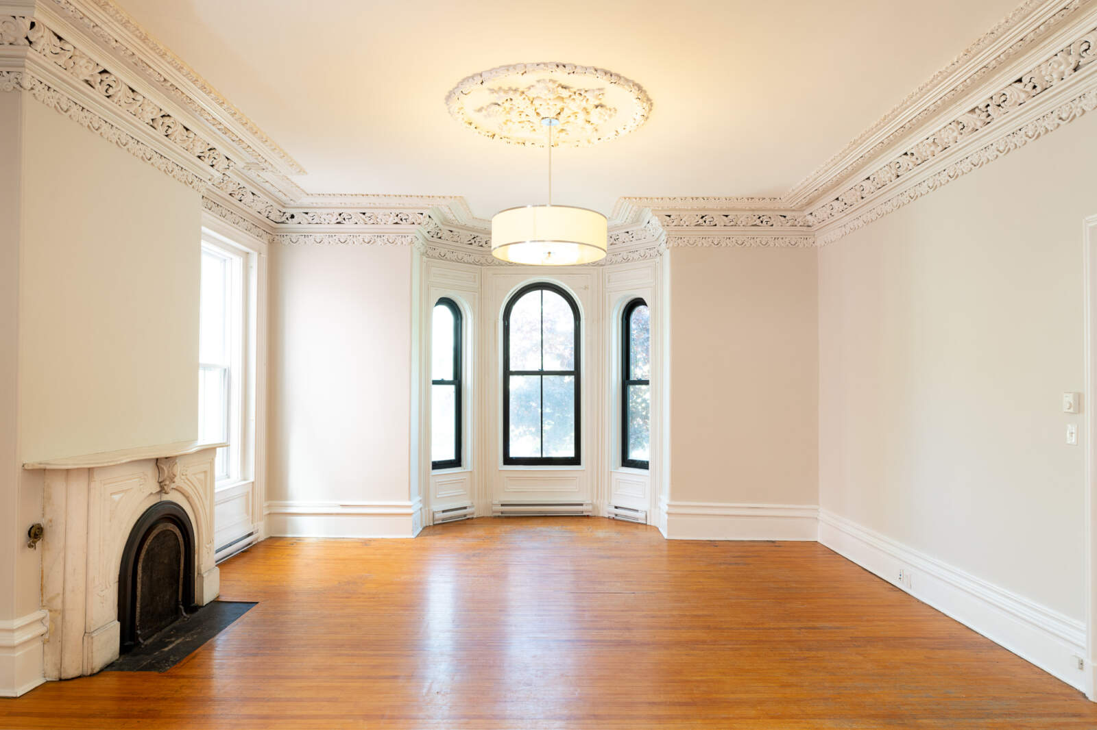 5720 Inglis Street – Living Room