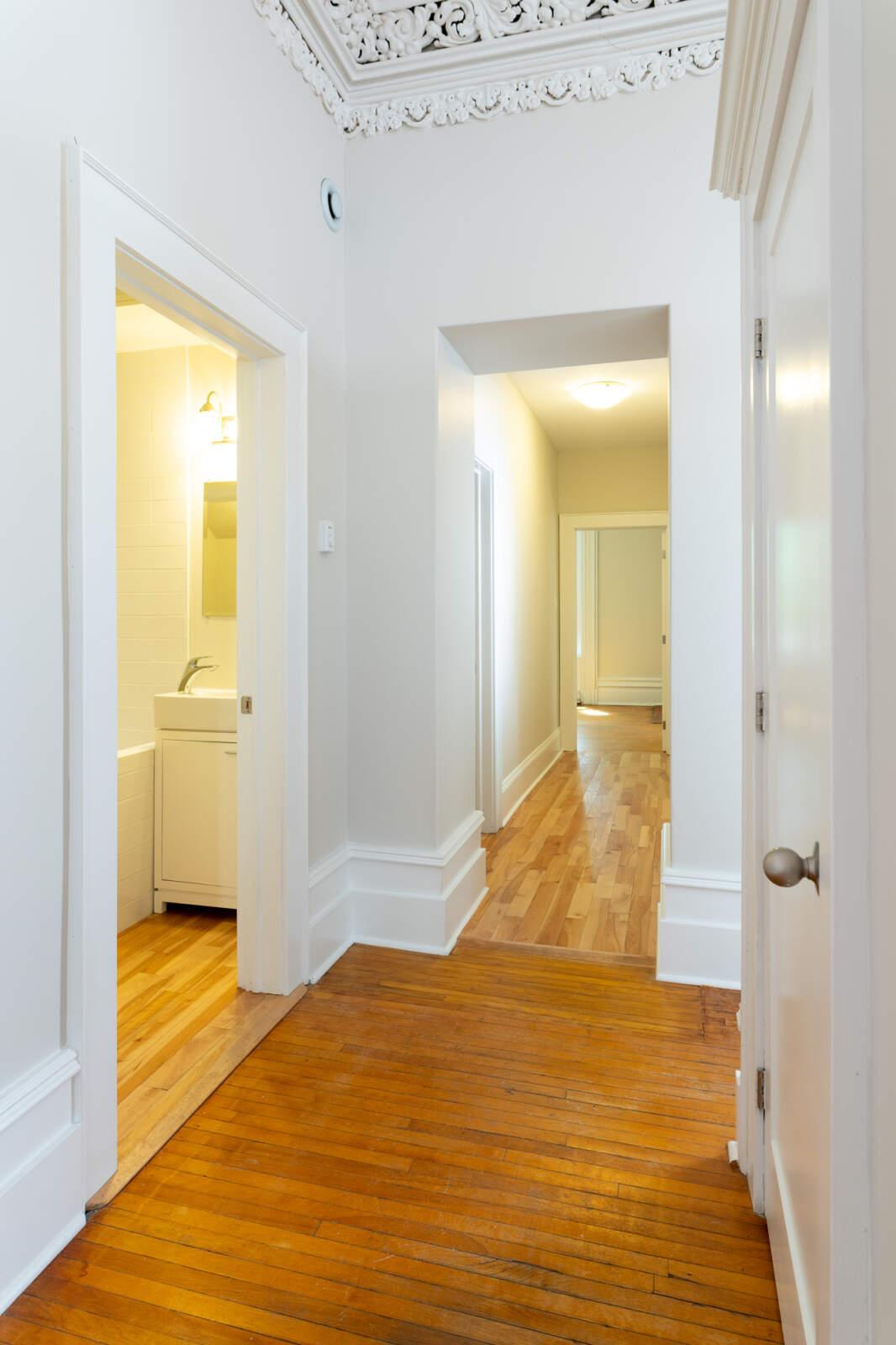 5720 Inglis Street – Hallway