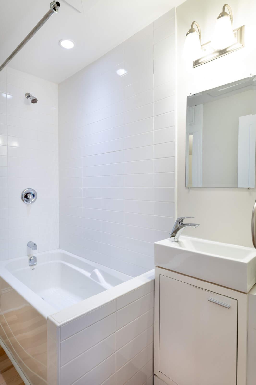 5720 Inglis Street – Bathroom